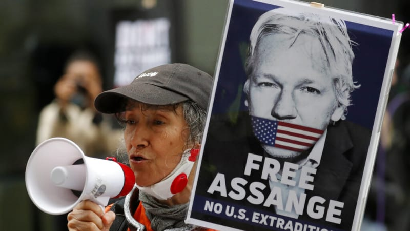 Britská soudkyně se bála, že Assange spáchá sebevraždu. Jeho vydání do USA zamítla