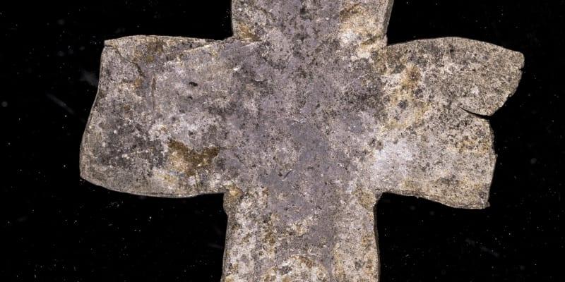 Stříbrný kříž, jedna z ozdob relikviáře (autor: Martin Frouz/PR)
