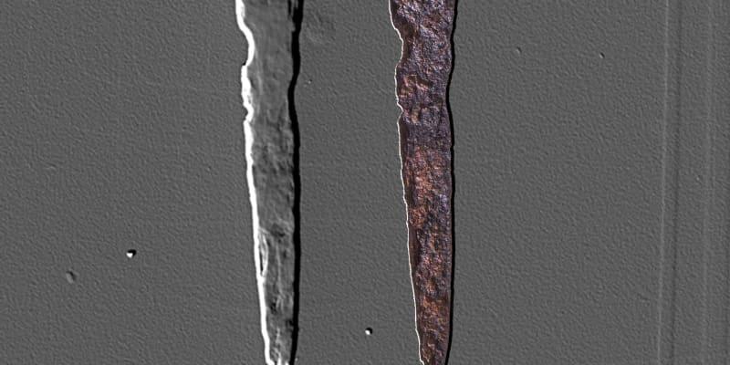 Snímek nalezené relikvie - hřebu z Pravého kříže (vlevo rentgenový snímek, vpravo hřeb ve viditelném spektru, autor: Martin Frouz/PR)