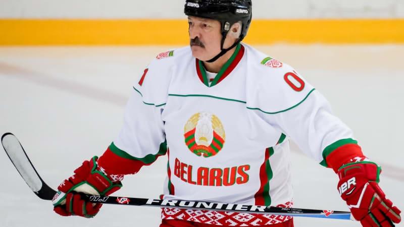 Bělorusko kvůli Lukašenkovi přichází o hokejový šampionát. O pořadateli se rozhodne