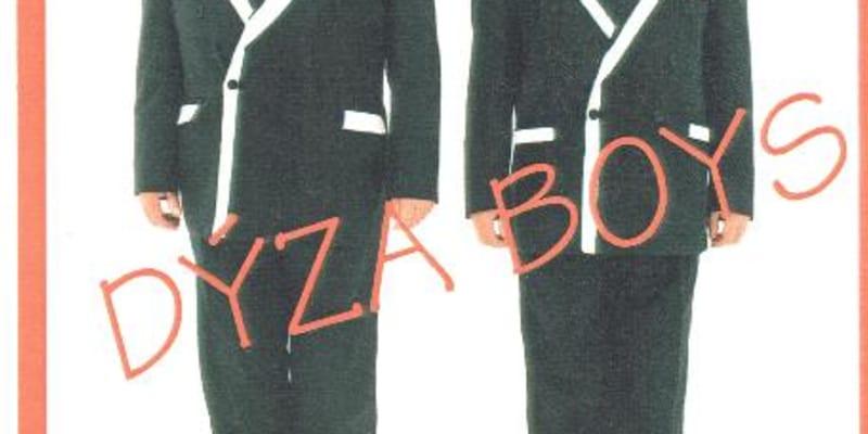 S hudebníkem Ivo Pešákem vytvořil Krejčí netradiční pěvecké duo Dýza Boys.