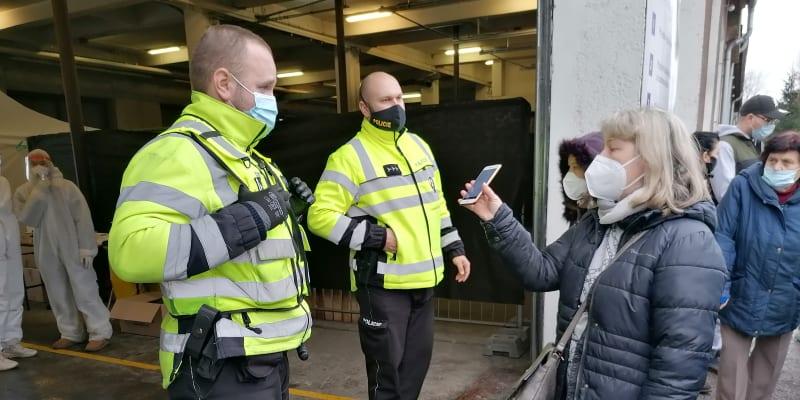 Policie v Ostravě předčasně zastavila testování. Odběrů se nedočkaly stovky lidí.