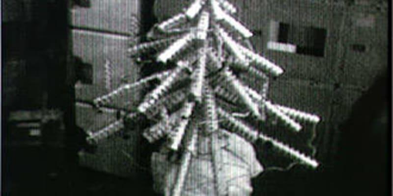 První provizorní vánoční stromek se objevil na palubě Skylabu v roce 1973.