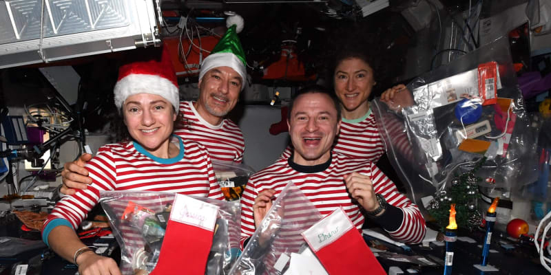 Expedice 61 sdílela své vánoční poselství na Twitteru.