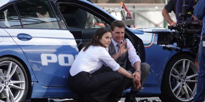 Herci Tom Cruise a Hayley Atwellová se údajně během natáčení filmu sblížili.