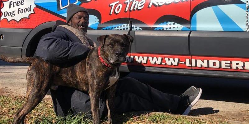Keith Walker se svým psem Bravem