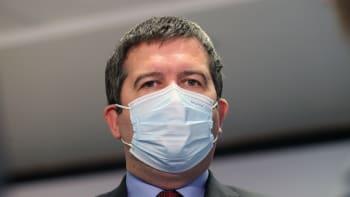Sledujte ŽIVĚ: Hamáček o příplatcích pro nemocné s covidem. Podpoří ČSSD rozvolnění?