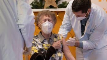 Další selhání státu: Nemocnice má vakcínu, přesto nemůže očkovat seniory 70+