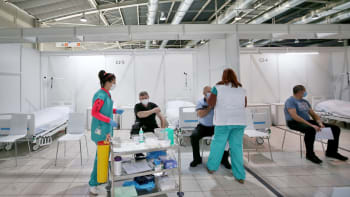 Distribuce vakcín je nespravedlivá, tvrdí kraje. Praha a Brno mají přes polovinu