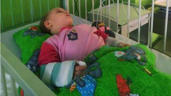 Dvouletá holčička poráží covidový syndrom. Brzy by mohla být z nemocnice doma