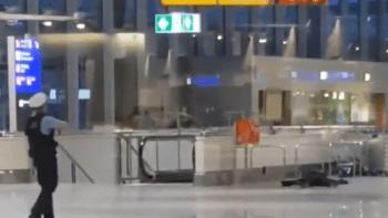 Drama na letišti ve Frankfurtu: Policie zneškodnila muže hrozícího bombou