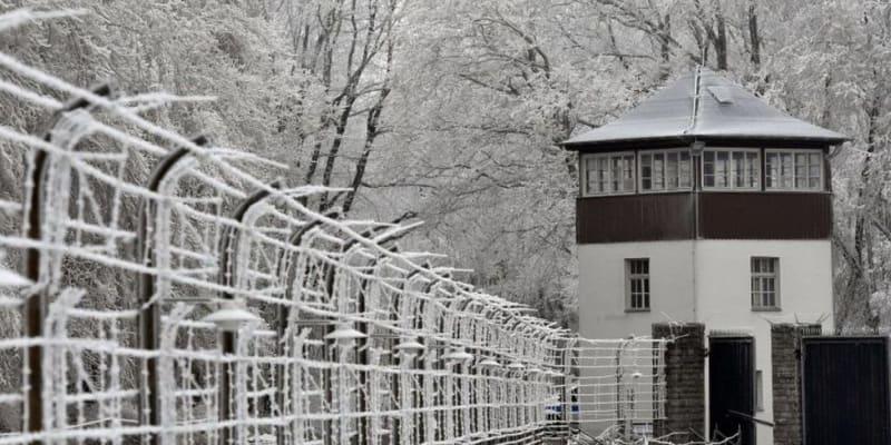Němci sáňkují u bývalého koncentračního tábora.
