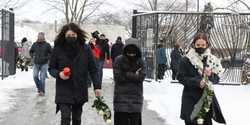 Martin Chobot, Ewa Farna a Tamara Klusová. Farna pohřeb probrečela.