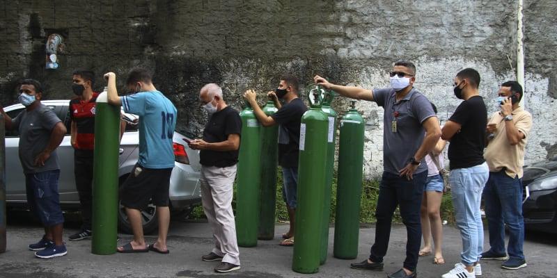 Do města Manaus, které je metropolí brazilského státu Amazonas, dorazil konvoj nákladních vozů s kyslíkem z Venezuely.