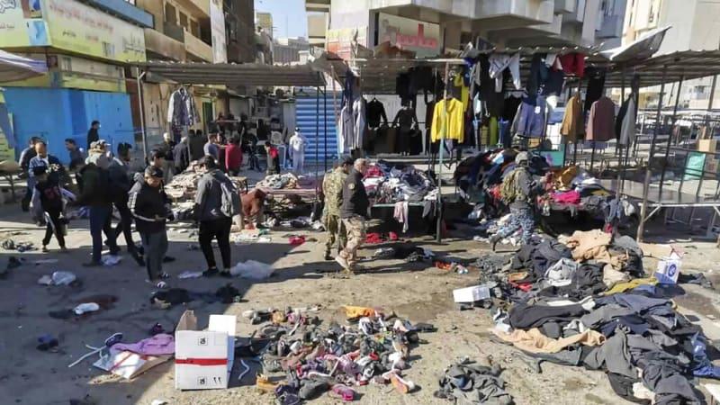 Teroristé rozsévali zkázu v hlavním městě Iráku. Bomba na tržišti zabila nejméně 35 lidí