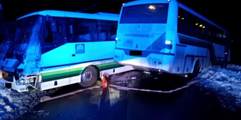 V Rotavě se srazily dva autobusy