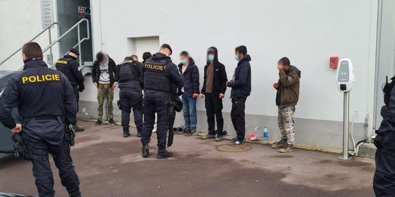 Policisté zasahovali také v brněnských Slatinách.