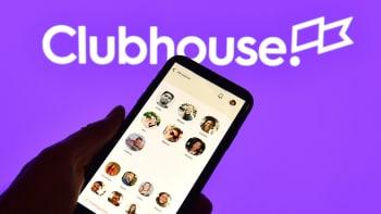 Clubhouse: Nová sociální síť se stává v Česku fenoménem. Jak funguje a pro koho je?