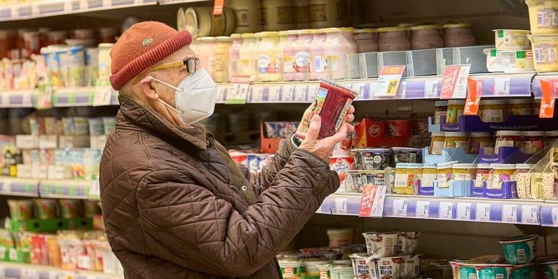Od pondělí jsou v Rakousku povinné respirátory typu FFP2.