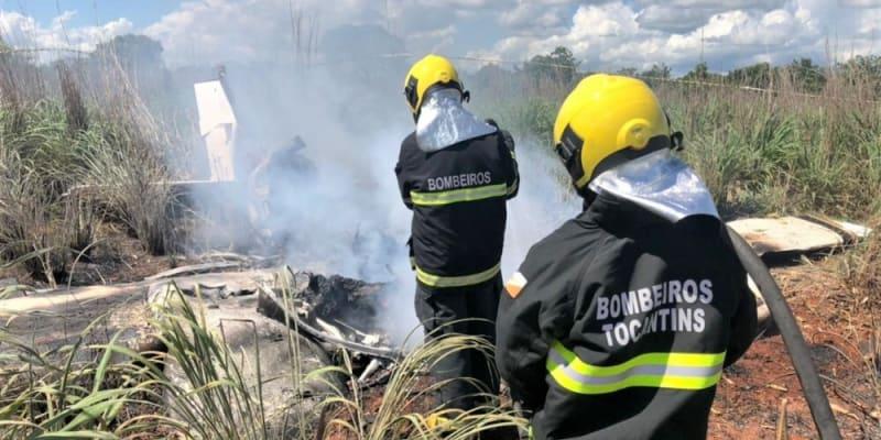 Letadlo se z dosud neznámých příčin zřítilo krátce po startu a začalo hořet.