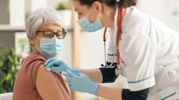 Až druhá dávka vakcíny účinně chrání proti covidu, dokazují výsledky z Izraele