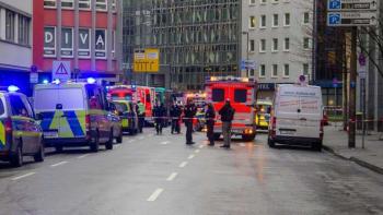 U nádraží ve Frankfurtu napadl muž nožem několik lidí. Na místě jsou vážně zranění