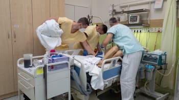 Britská mutace koronaviru ochromuje slánskou nemocnici. Nakazil se i očkovaný personál