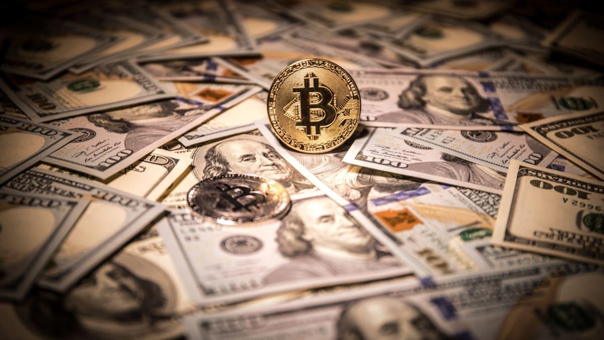Bitcoin jako konkurence současného měnového systému.