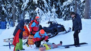 Lyžaři a běžkaři, pozor: Vážné úrazy kvůli covidu nebude čas řešit, varují lékaři