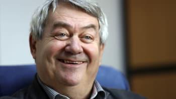 Šéf komunistů Filip ustál pokus o svržení. Stranu povede do voleb i přes bídné preference