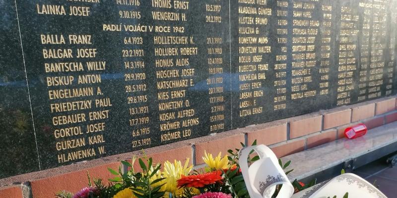 Pomník padlým ve wehrmachtu v Hlučíně u Ostravy