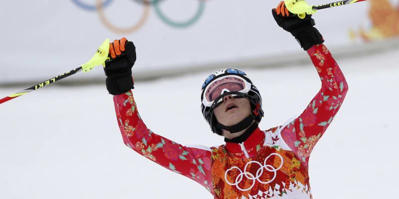 Maria Höflová-Rieschová se raduje ze zlaté olympijské medaile v super kombinaci na olympiádě 2014 v Soči.
