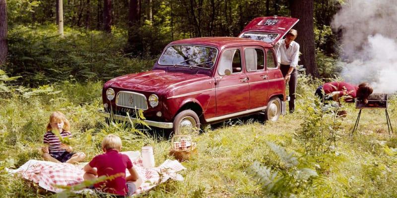 """Svojí až primitivní konstrukcí se Renault 4 filozoficky velmi blížil Citroënu 2CV alias Kachně. Přece jen to ale byl větší """"kus auta""""."""