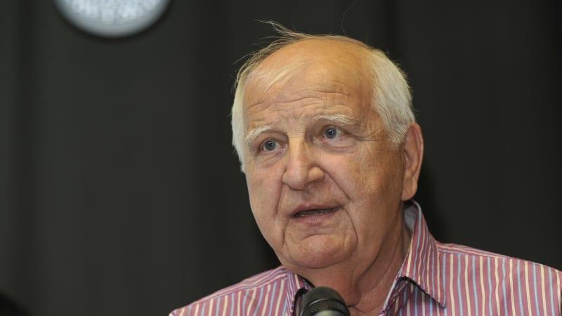 Zemřel legendární novinář a sportovní komentátor Ota Černý. Bylo mu 77 let