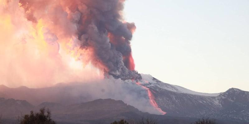 Sopka Etna se znovu probudila.