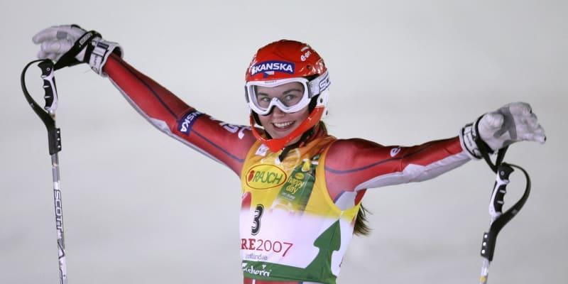 Šárka Záhrobská v cíli slalomového závodu na mistrovství světa v roce 2007, kde získala zlato.