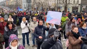 Sledujte ŽIVĚ, jak se v Praze demonstruje na Václavském i Staroměstském náměstí