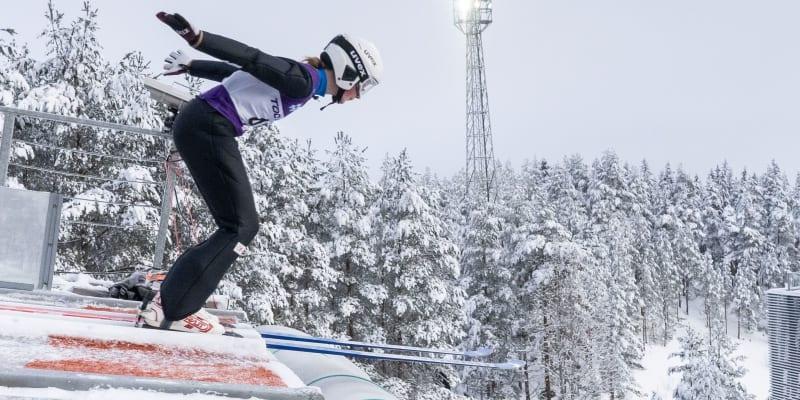 Klára Ulrichová při odrazu na juniorském mistrovství světa v Lahti.