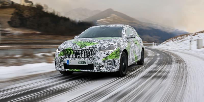 Škoda Fabia čtvrté generace jako zamaskovaný prototyp