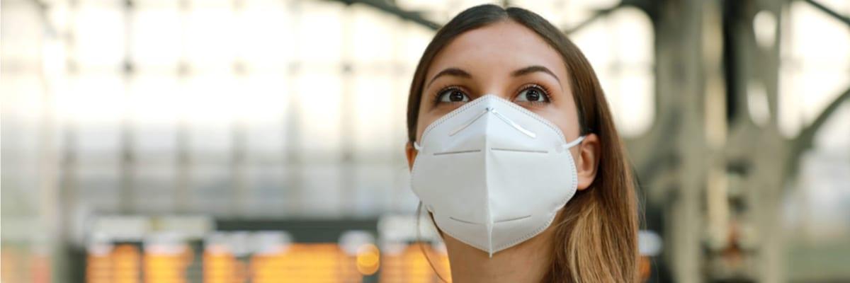 PŘEHLEDNĚ: Začíná povinné nošení respirátorů. Neplatí pro všechny. Kdo má výjimku?