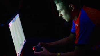 Češi mění názor na esport, těší gamera T9Lakyho. Hru FIFA občas psychicky nedáváte