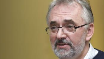 Vláda nemůže házet vinu na lidi, říká virolog. Ani dodržovaná opatření by nestačila