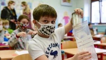 Je možné, že děti budou muset ročníky ve školách opakovat, přiznal Hamáček