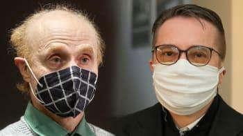Sledujte ŽIVĚ Nový den: Jak rok s koronavirem hodnotí biolog Flegr a stomatolog Šmucler
