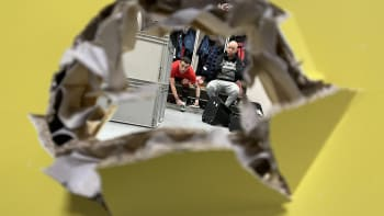 Rozzuřený Trpišovský prokopl dveře. Slavia po bouři v kabině otočila se Slováckem