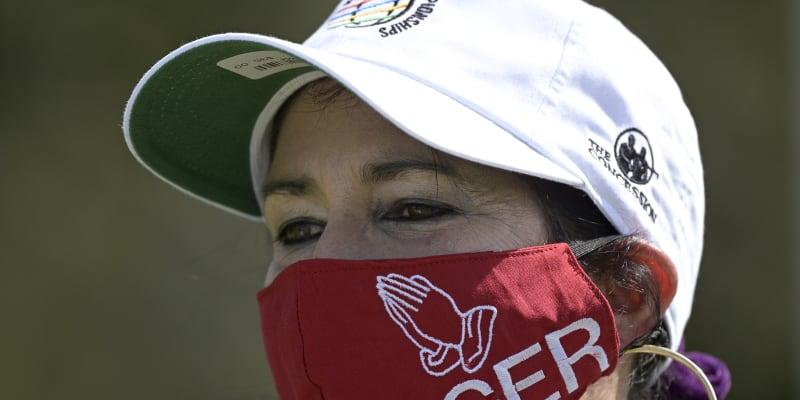 Nejen golfisté, ale také fanoušci vyjadřují podporu zraněnému Tigerovi Woodsovi.
