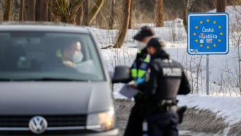 Kontroly na hranicích s Německem zůstanou. Omezení se má prodloužit o dva týdny