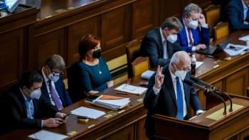 Chceme další vyhoštění Rusů z ambasády, vyzvala Sněmovna vládu