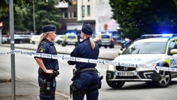 Útok ve Švédsku: Muž zranil nožem osm lidí, dva vážně. Policisté ho postřelili