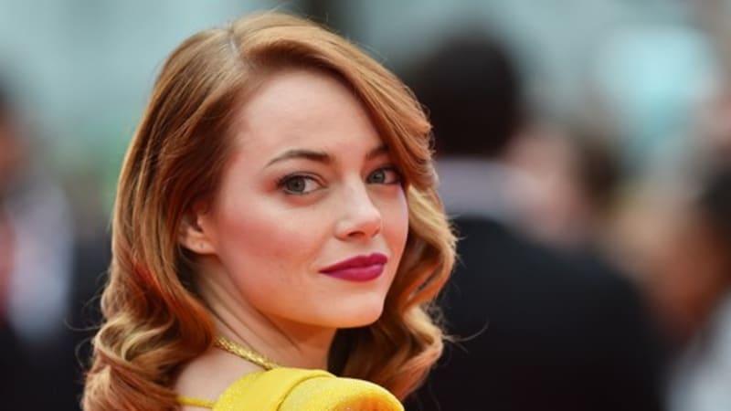 Herečka Emma Stone porodila a zahraniční média vyzradila pohlaví. Je to holka